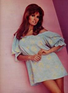 Raquel Welch (1968 ciné revue)