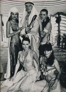 Roger Moore - June Goodall - Felicity York - Dawn Rodriguez - Anita Pavel